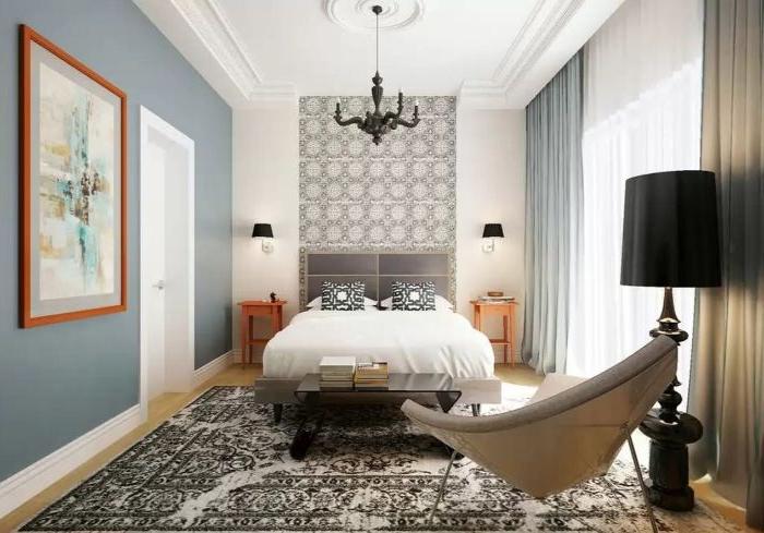 wohnideen schlafzimmer, beiges sessel, doppelbett weiß mit schwarzen kissen, wanddeko, ein wandbild, schwarze stehlampe