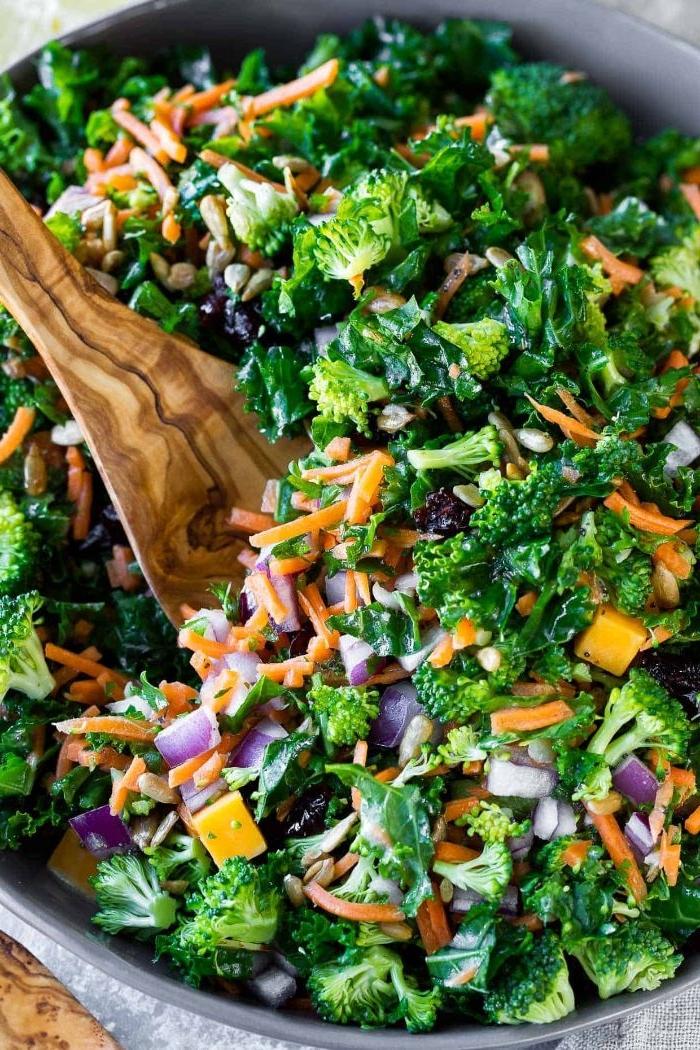 rezepte mittagessen, frische rezepte, brokkoli, salat, karotten, kohl alles zusammen mischen