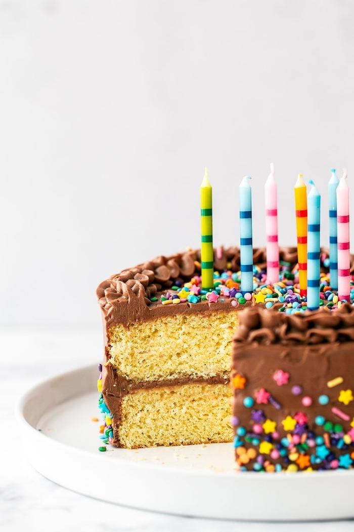 schnelle kuchen für kindergeburtstag, einfache torte mit buttercreme mit schokoalde, schokoladentorte