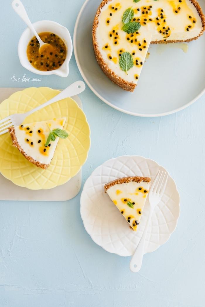 schnelles dessert mit wenig zutaten, frischkäsekuchen mit passionsfrucht und schokolade