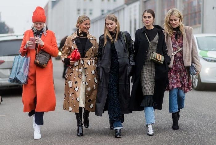 schwedischer onlineshop mode, roter mantel, fünf frauen freundinnen herbstmode skandinavien