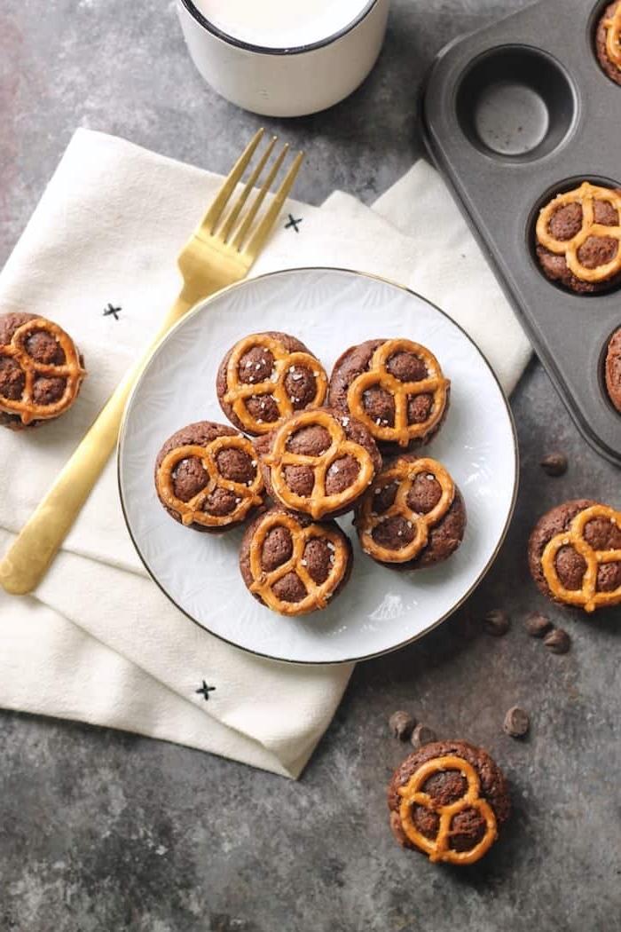 snacks für unterwegs, muffins mit brezeln, einfache zubereitung, gesunde rezepte, schokomuffins