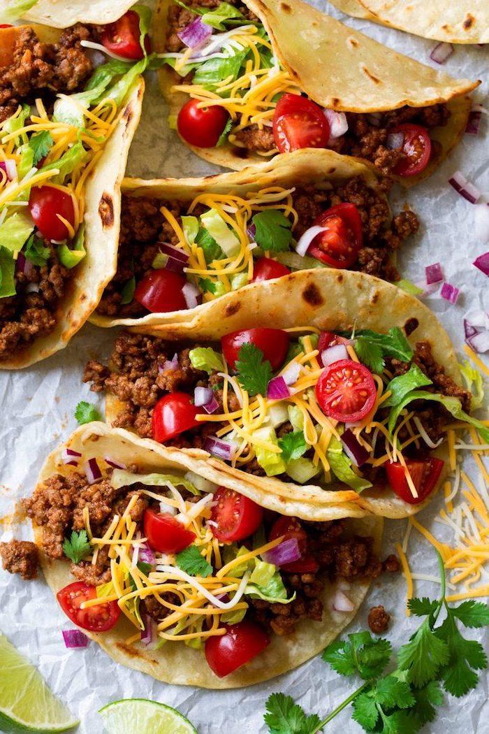 Tacos Rezept mit Hackfleisch, grüner Paprika, Cherrytomaten und frischer Petersilie