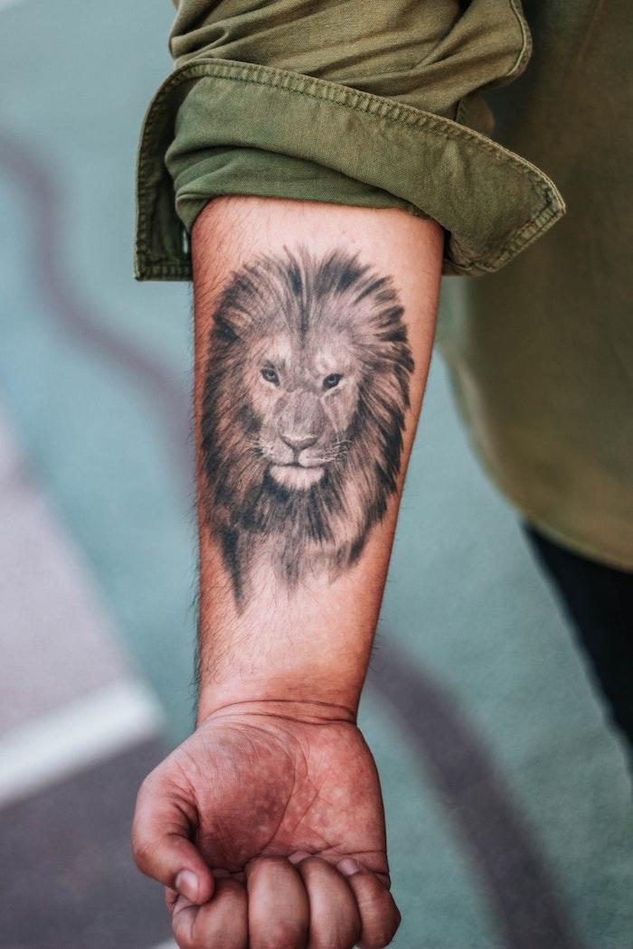 Cooles Löwen Tattoo am Unterarm, Tattoos für Männer, Tattoo Ideen zum Entlehnen