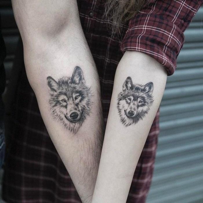 Wolf Tattoos für sie und für ihn, Partner Tattoos als Symbol für Liebe, Tattoos für Paare