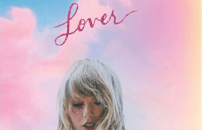Taylor Swift hat ein neues Album Lover, das ist sein Umschlag mit Aufschrift und Foto von ihr