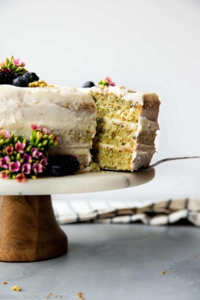 torte 20 cm, pistacio kuchen mit mascarpone, einfaches rezept, torte ideen, blaubeeren
