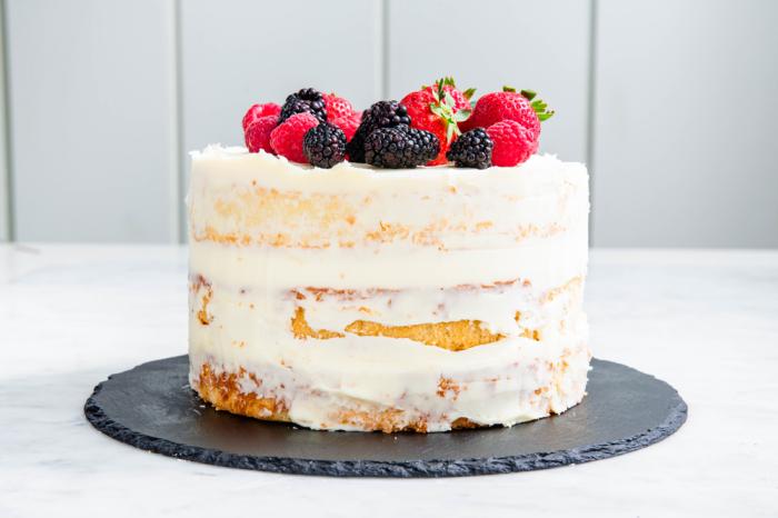 einfacher sommer kuchen, torte mit fertigboden, mascarpone, erdbeeren, brombeeren