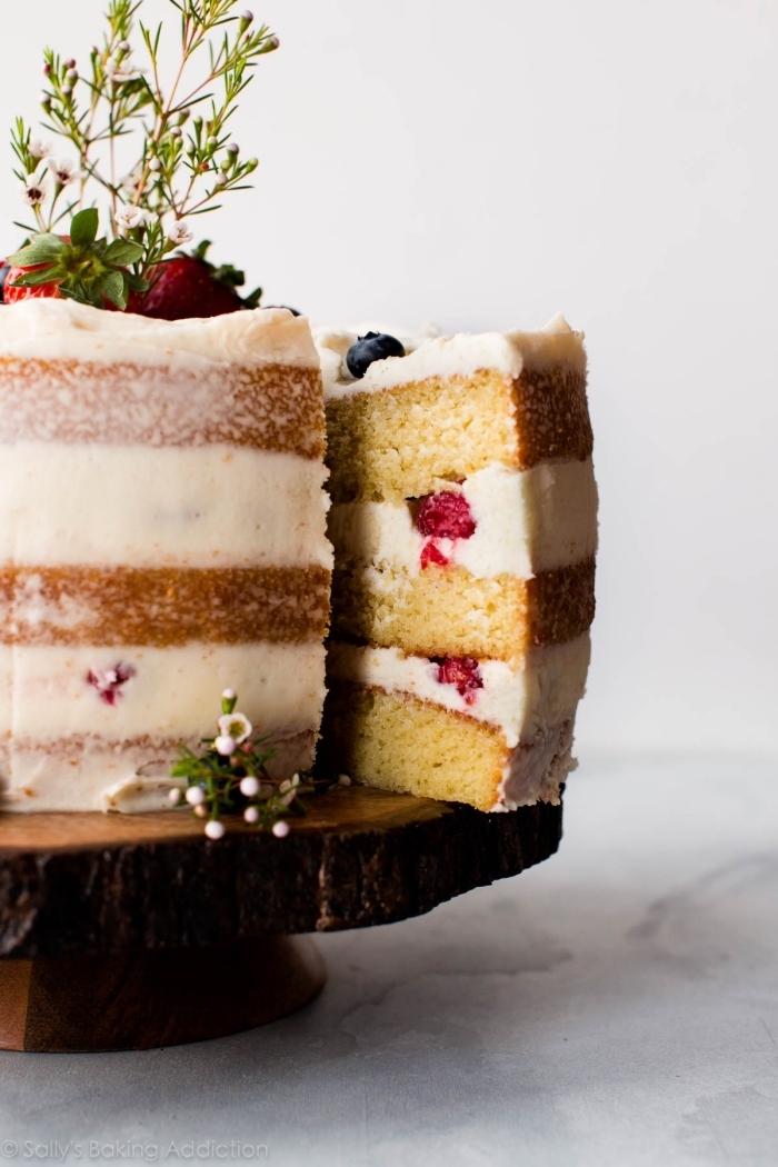 einfacher kuchen mit mascarpone und beeren, torte mit fertigboden, geburtstagstorte ideen
