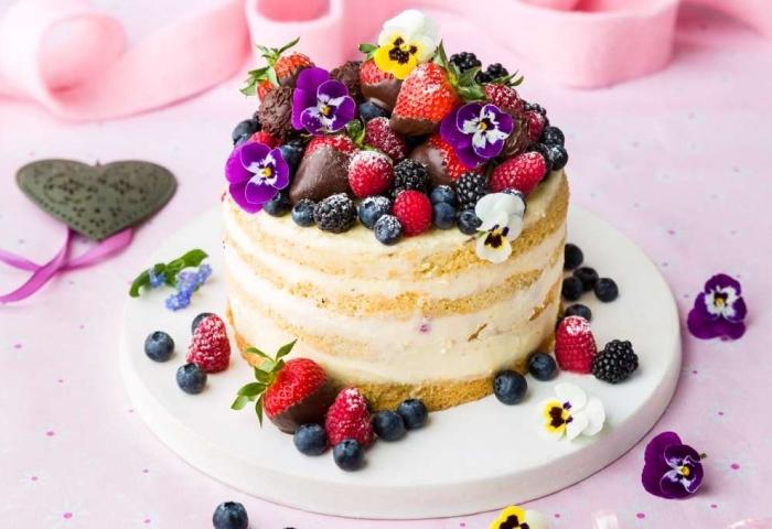 torte mit fertigboden, geburtstagskuchen rezet mit mascarpone und beeren, tortendeko sommer