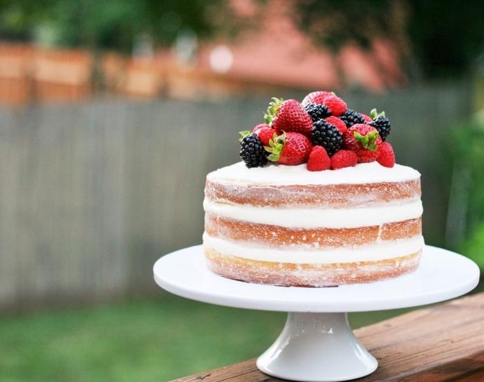 torte mit fertigboden, eifnache zubereitung, sommerdessert ideen, weiße creme, früchte