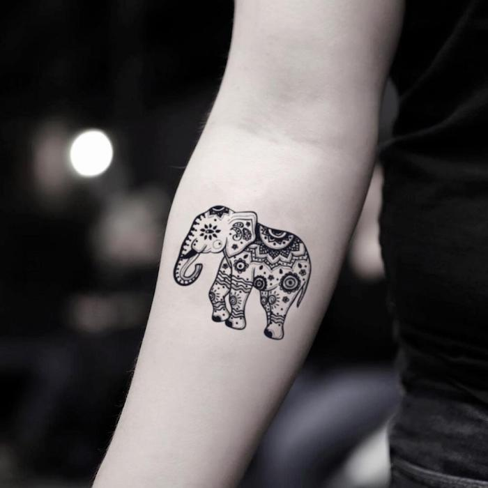 Mandala Elefant am Unterarm, cooles Tattoo für Frauen, Arm Tätowierung Elefant