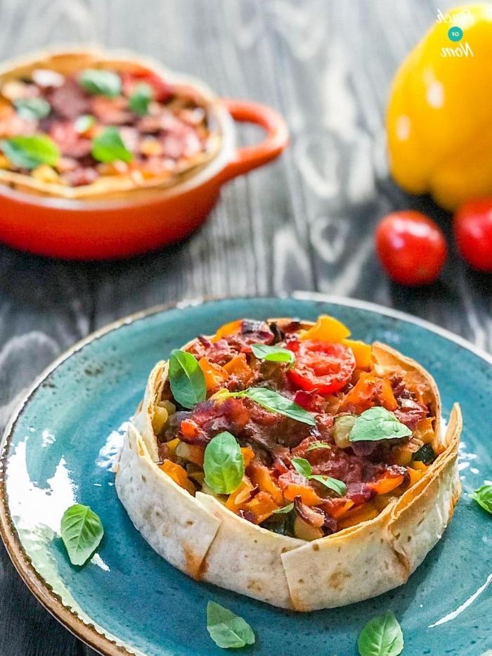 vegetarische gerichte für gäste, tortillas mit füllung aus gemüse, mittagessen ohne fleisch