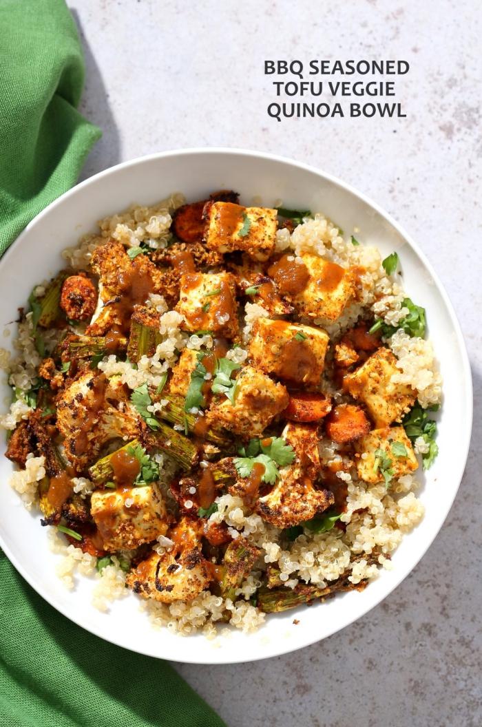vegetarische gerichte schnell, quinoa mit tofu und blumenkohl, einfache rzeepte ohne fleisch