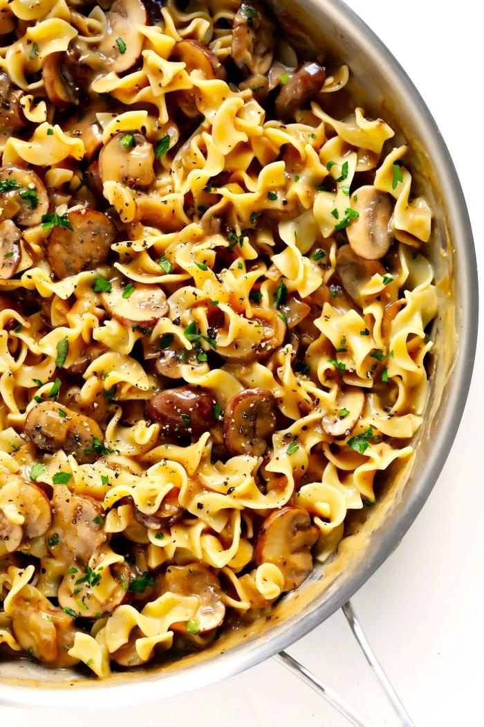 pasta mit pilzen und semsansamen, vegetarische gerichte schnell, abendessen ohne fleisch