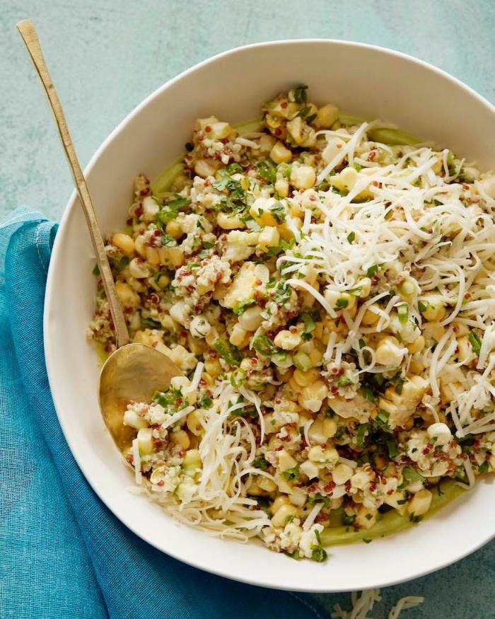 gesunde rezepte mittagessen, quinoa bowl mit käse, mais und grünes gemüse
