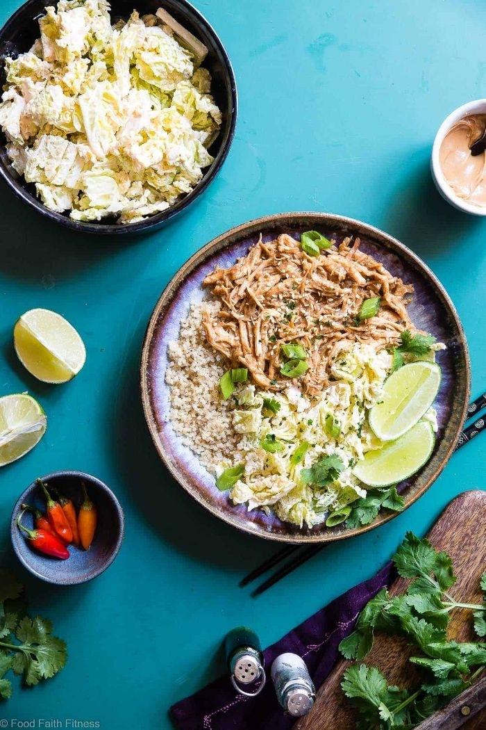 gesunde rezepte zum abnehmen, tunfisch, reis, petersilie, zitronen, paprikaschotten