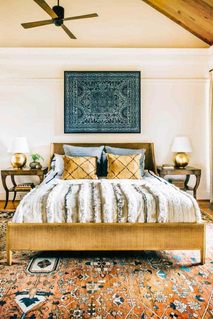 schlafzimmer ideen wandgestaltung, orientalisch das schlafzimmer dekorieren, bunter teppich