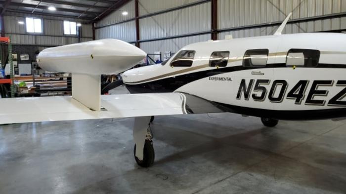 ein Flugzeug in einer Flugzeughalle, ZeroAvia beginnt wasserstoffbasierte Flugzeuge herzustellen