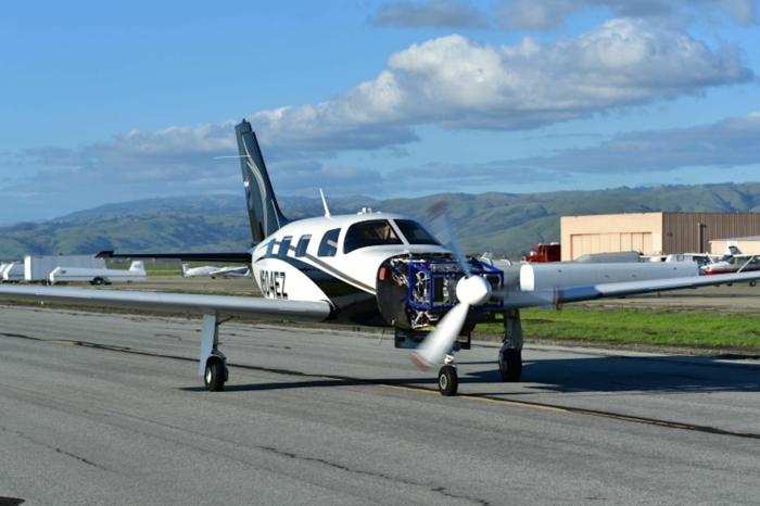 ein Flugzeug auf der Piste, ein Meisterwerk von ZeroAvia, der erste Prototyp