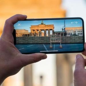 """Eine neue App namens """"MauAR"""" zeigt die Berliner Mauer und macht ihre Geschichte erlebbar"""