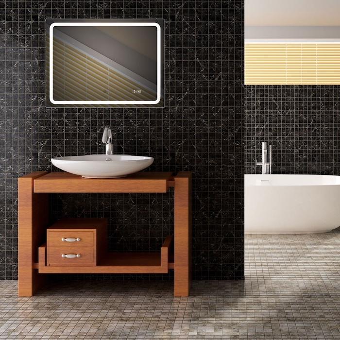 kleiner badspiegel mit led beleuchtung, badezimmer mit schwarzen fliesen
