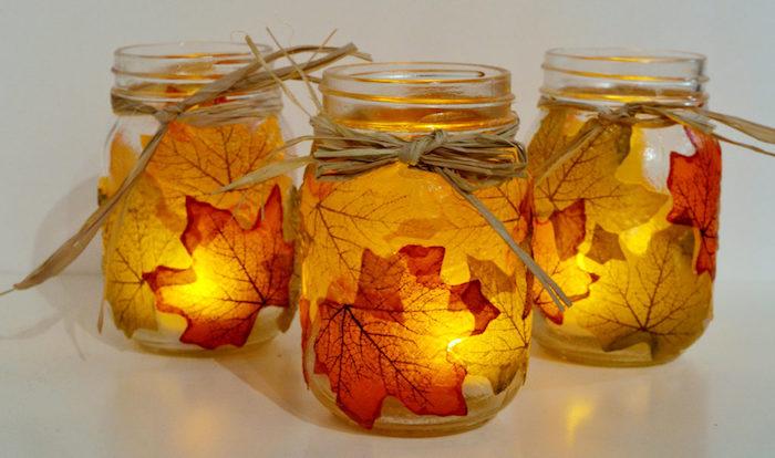 DIY herbstliche Teelichter, Einmachgläser dekoriert mit Herbstblättern und Schleifen