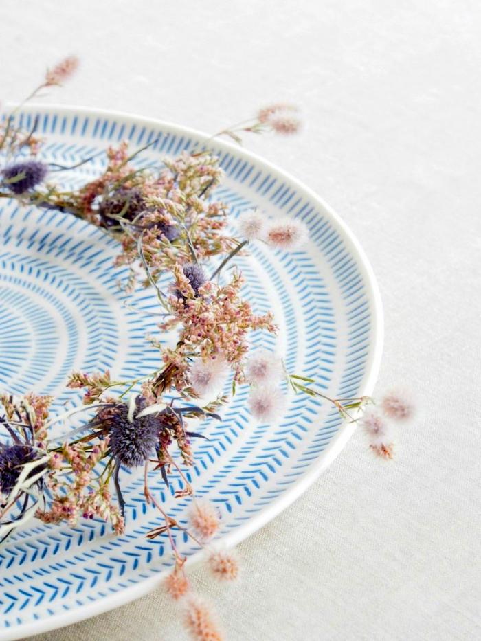 basteln hebst, tischkranz aus herbsblumen, kranz selber machen, tisch dekoreiren