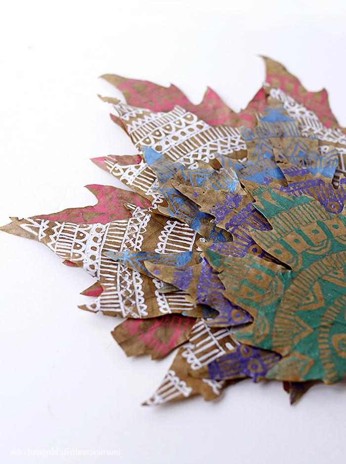 Mandala Herbstblätter selber machen, Blätter bunt dekorieren, herbstliche Deko basteln