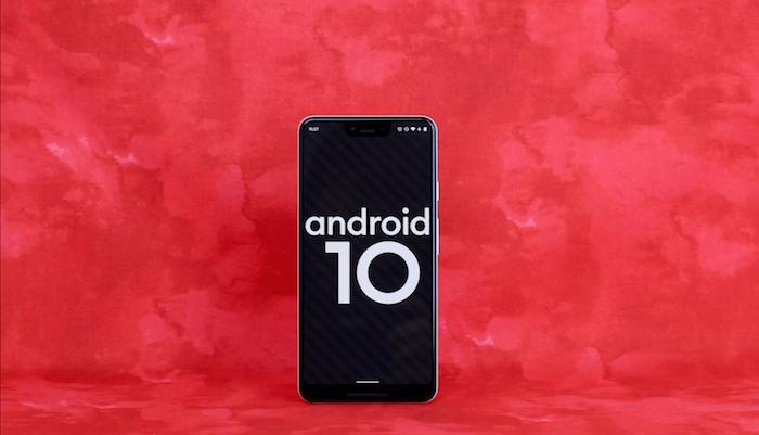 ein kleines schwarzes smartphone mit einem schwarzen bildschirm, das betriebssystem android 10 von google
