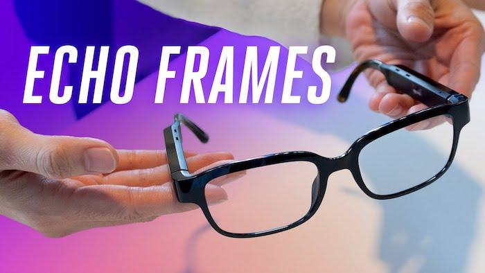 zwei hände und eine schwarze high tech brille, die schwarze amazon echo frames brille für alexa