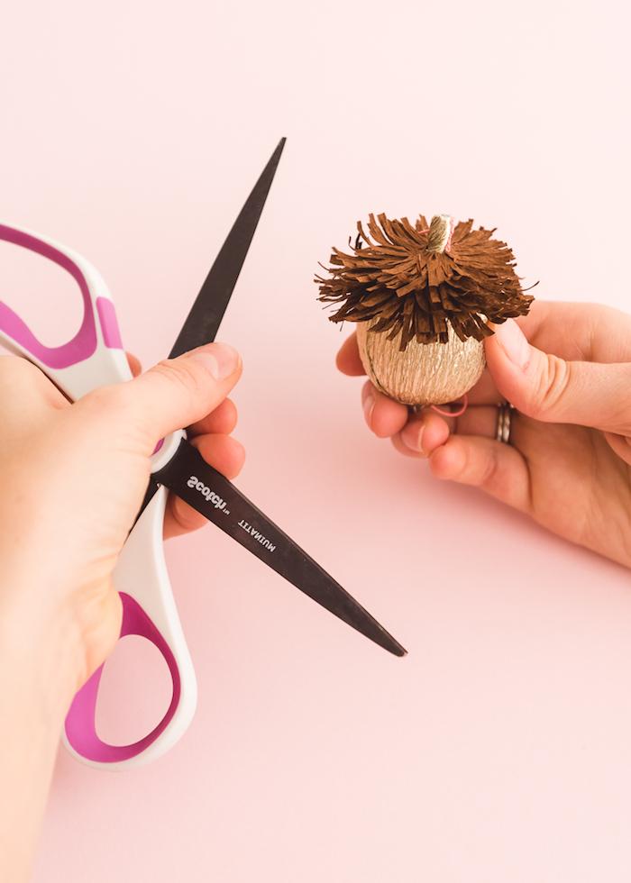Eicheln selber machen, Anleitung für DIY herbstliche Dekoration, basteln mit Papier