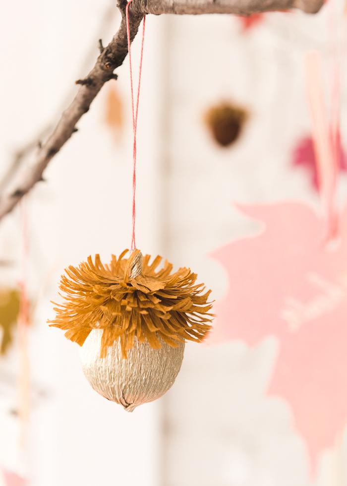 Eicheln aus Papier selber basteln mit Anleitung, Herbstbasteln mit Kindern