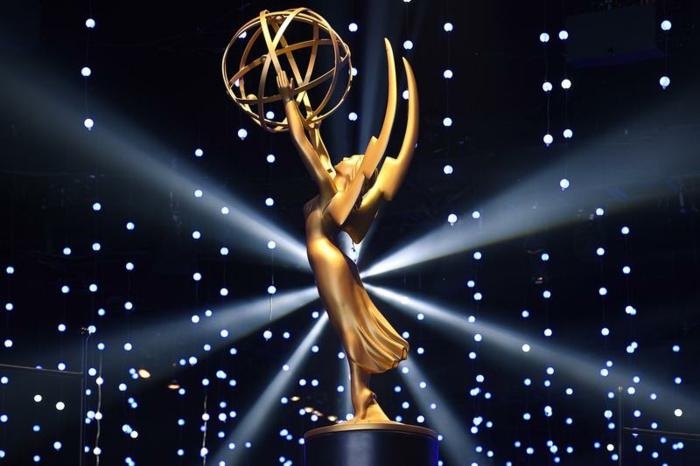 Licht und Preis spielen miteinander auf der Verleihung von Emmys Preise