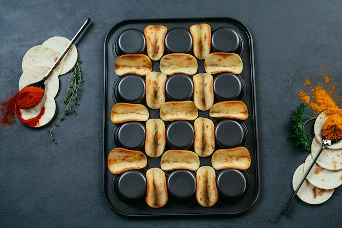 Mini Kreise aus Tortilla Wraps im Muffinblech backen, tolle Ideen für schnelles Party Essen