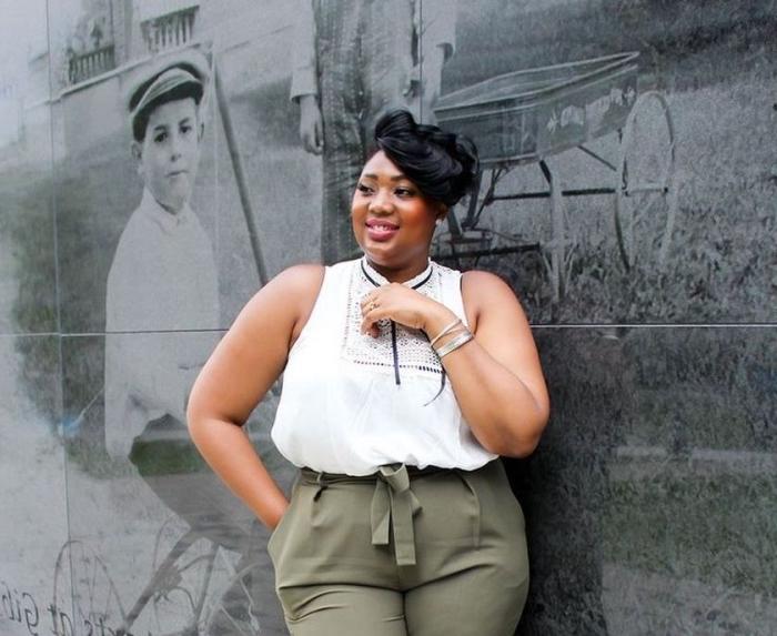 frisuren für runde gesichter, business mode für mollige damen, weiße bluse, grüne hose