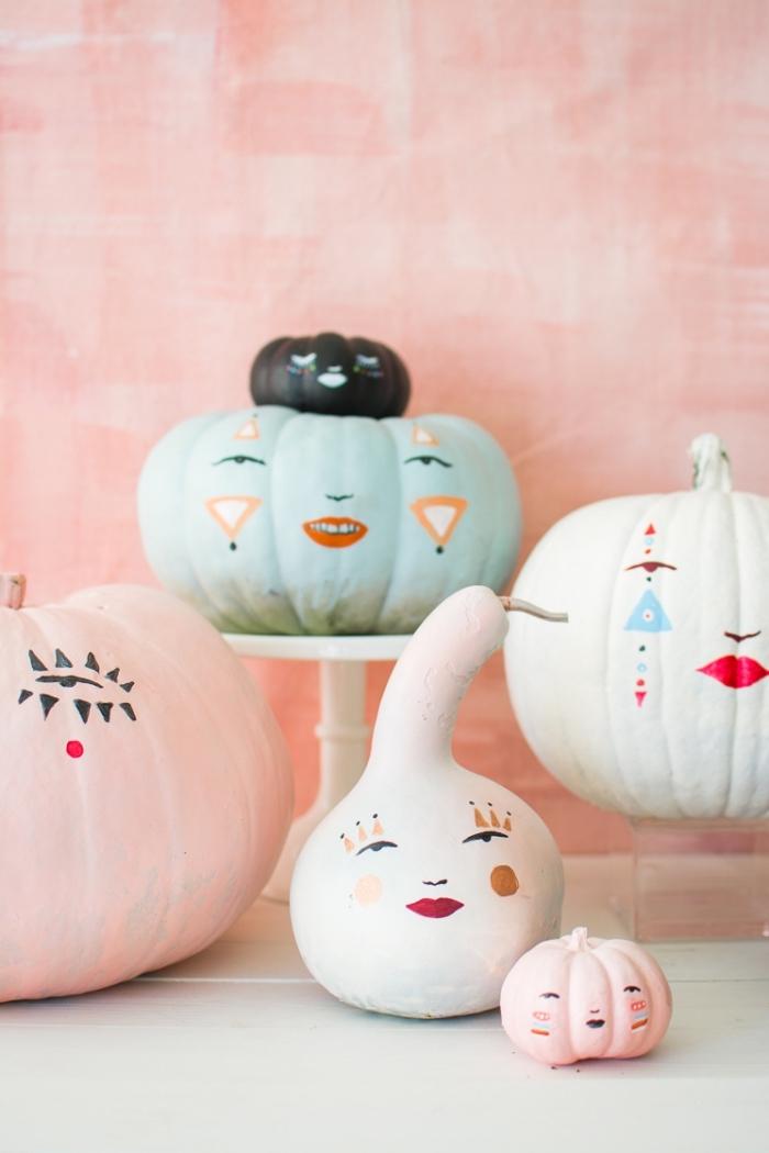 hebstdeko tisch, kürbisse färben, halloween deko ideen, gesichter zeichnen, tischdeko