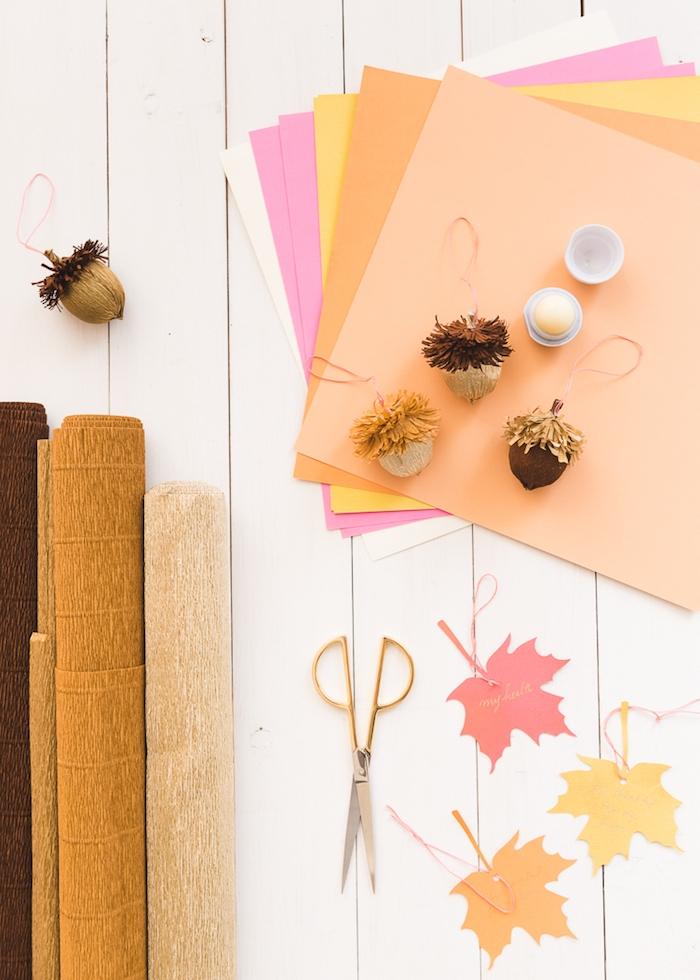 Herbstblätter und Eicheln aus Papier basteln, DIY Ideen für herbstliche Dekoration