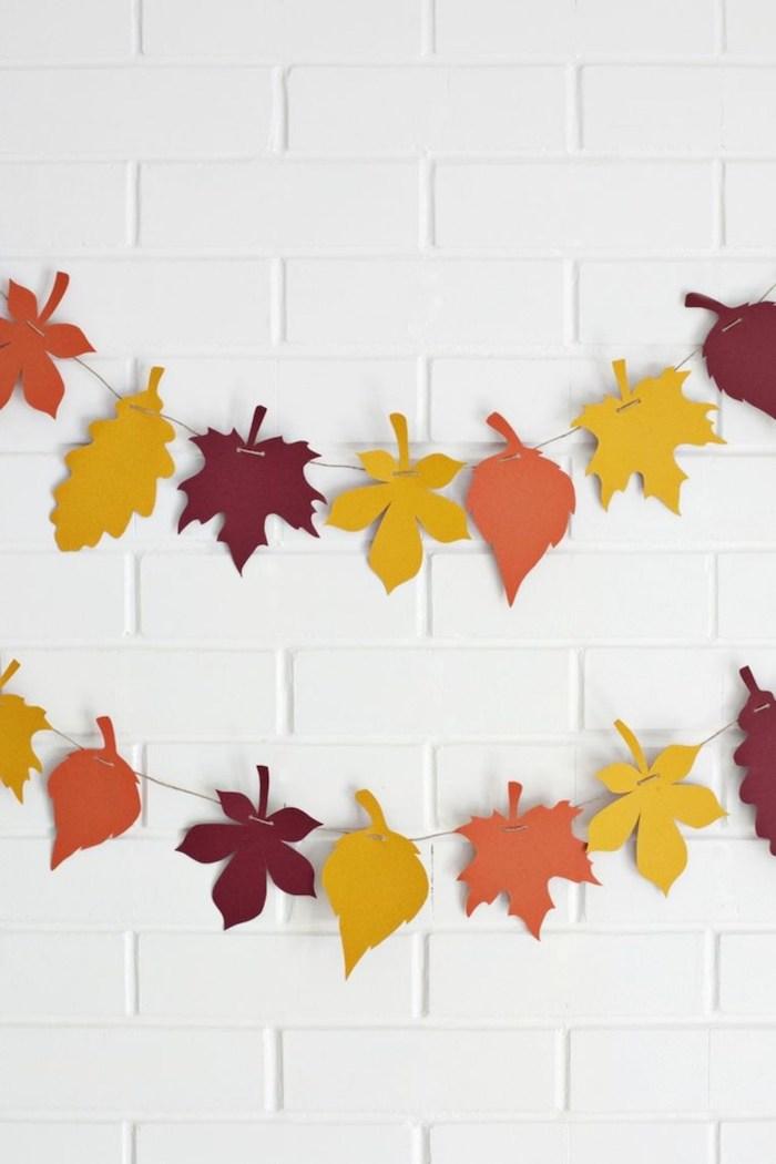 Herbstliche Girlande aus bunten Blättern selber machen, basteln mit Papier