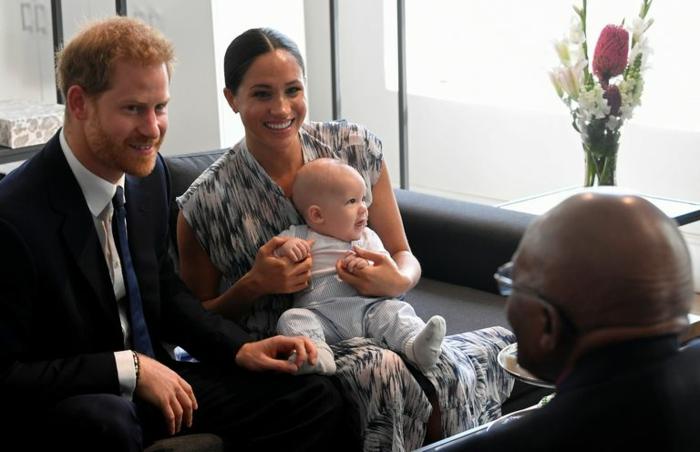Prinz Harry, Meghan und der kleine Master Archie bei Erzbischof Tutu