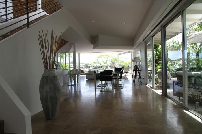 eine Einzimmerwohnung mit großem Garten, Raumtrenner selber bauen aus Glas