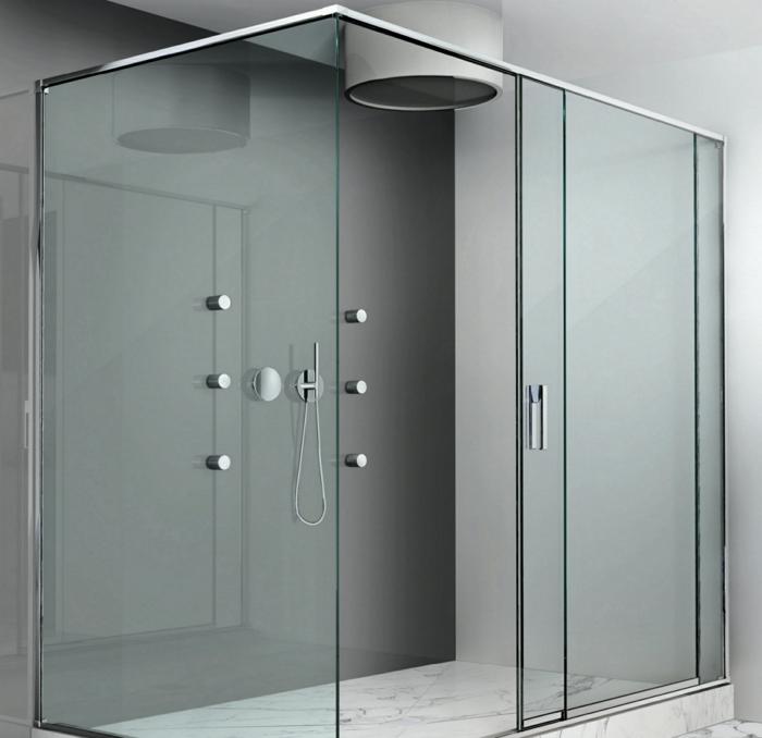 eine Duschkabine mit Glaswänden, Raumtrenner selber bauen, ein Fliesenboden