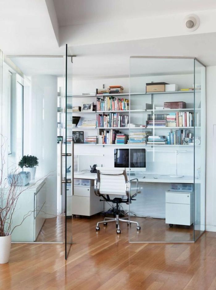 ein Arbeitszimmer mit Glastrennwand abgrenzt, Raumtrenner selber machen