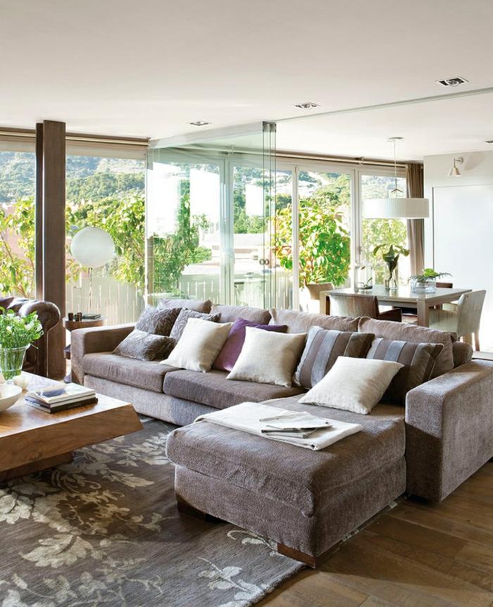 ein Sofa und Raumtrenner selber bauen von dem Essbereich abzugrenzen