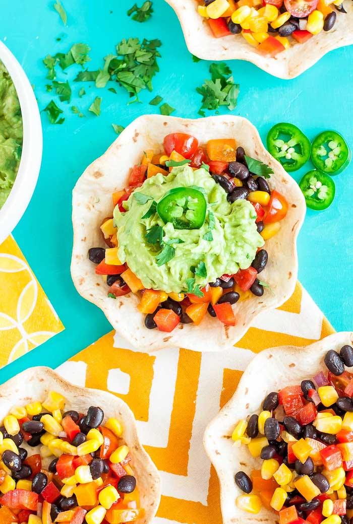 Tacos mit Guacamole selber machen, vegetarische Party Snacks mit Frischgemüse