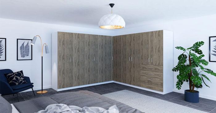 Möbel nach Maß ergänzen Dachschrägen und Nischen, Eckschrank aus Holz