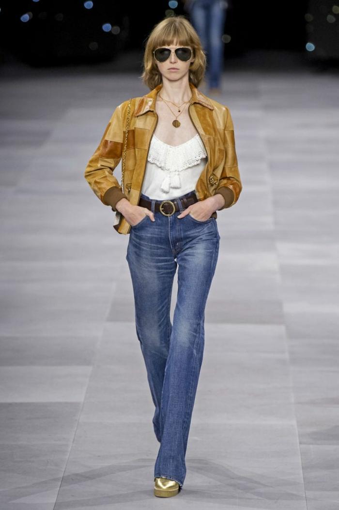 ein Outfit von Celine, Jeans mit breiten Hosenbeinen, Runway Trends für Frühling 2020