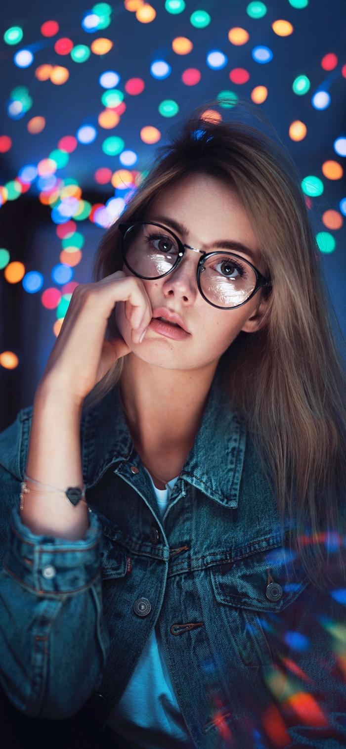 apple iphone wallpaper, mädchen mit großer brille, blaue jeansjacke, hintergründe fürs handy frei