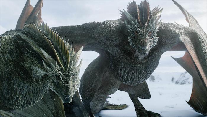 zwei große drachen mit schwarfen zähnen, game of thrones, das prequel house of the dragon, neue hbo serie