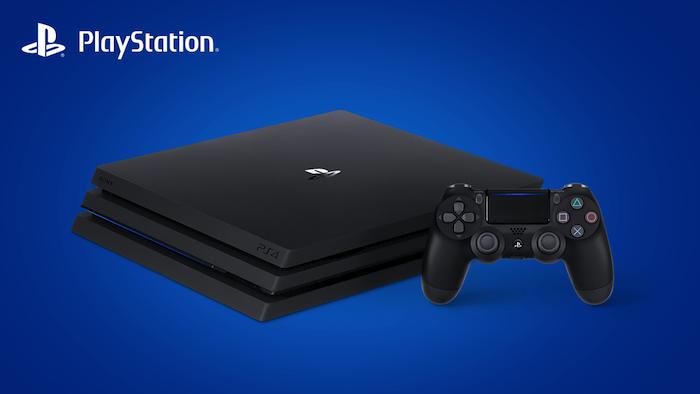 eine große schwarze gaming konsole playstation und ein joystick